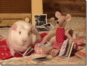 Miss Mouse and Fairy listening to the radio and reading (10)