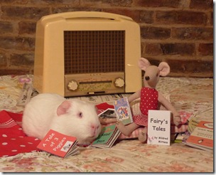 Miss Mouse and Fairy listening to the radio and reading (2)